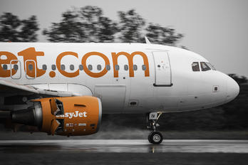 G-EZIV - easyJet Airbus A319
