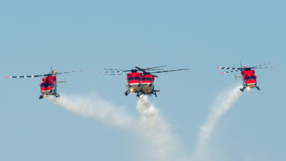 ZD4042 - India - Air Force: Sarang Display Team Hindustan Dhruv