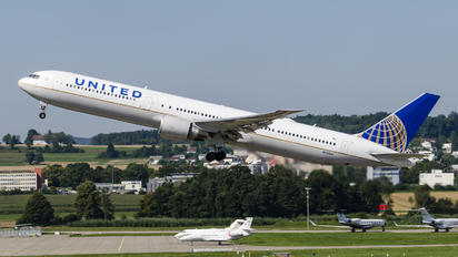 N76064 - United Airlines Boeing 767-400ER
