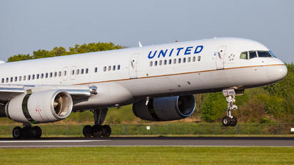 N33103 - United Airlines Boeing 757-200