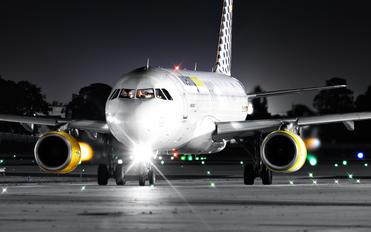 EC-LRM - Vueling Airlines Airbus A320