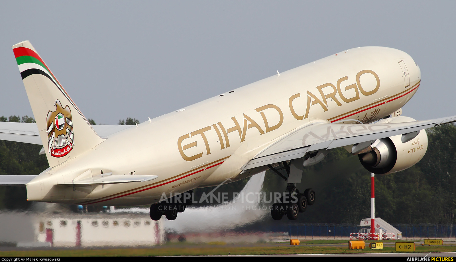 Etihad Cargo A6-DDC aircraft at Warsaw - Frederic Chopin