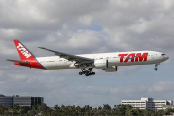 PT-MUA - TAM Boeing 777-300ER