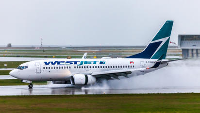 C-FKIW - WestJet Airlines Boeing 737-700