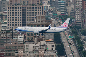 B-18652 - China Airlines Boeing 737-800