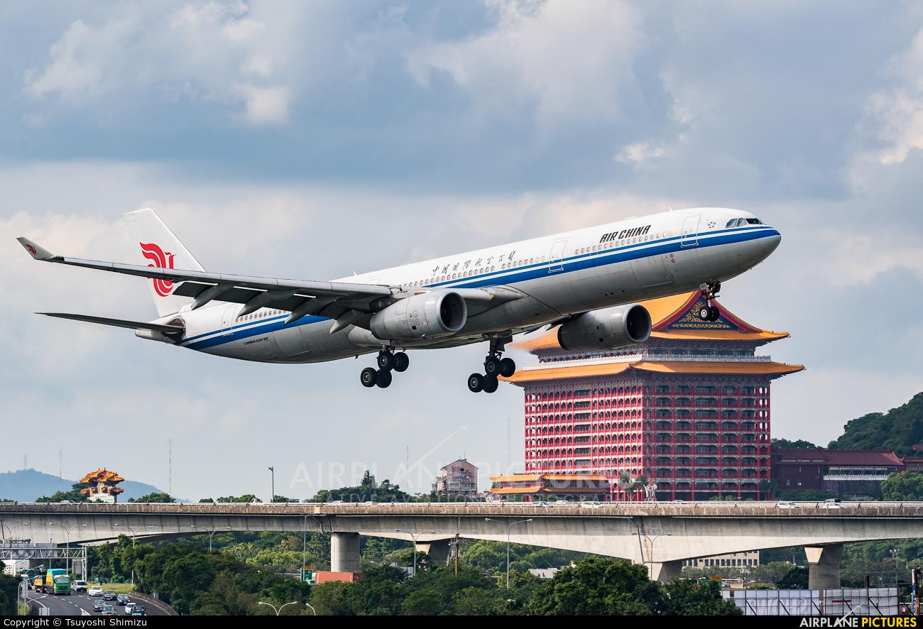 Air China B-6523 aircraft at Taipei Sung Shan/Songshan Airport