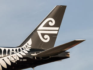 ZK-OKN - Air New Zealand Boeing 777-300ER