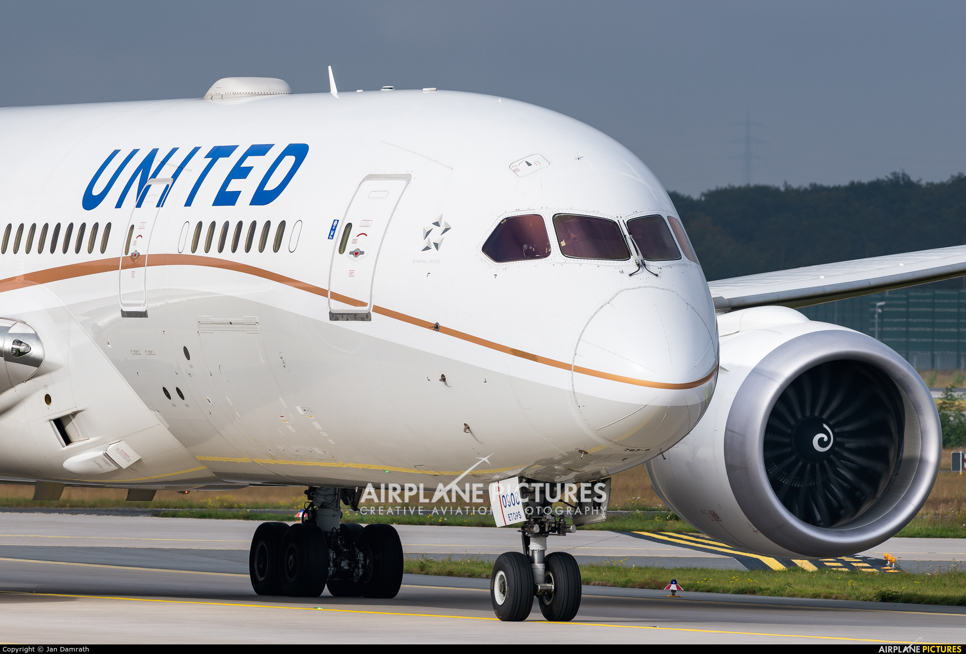 United Airlines N27908 aircraft at Frankfurt
