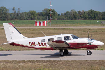 OM-KKK - Private Piper PA-34 Seneca