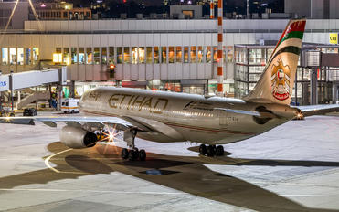A6-EYS - Etihad Airways Airbus A330-200