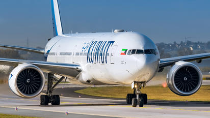 9K-AOF - Kuwait Airways Boeing 777-300ER