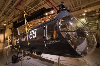 128519 - USA - Navy Piasecki HUP-2 Retriever