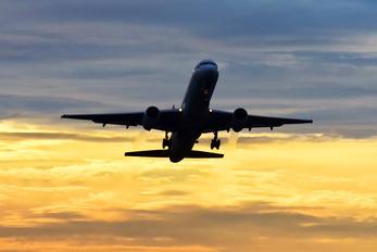 - - UPS - United Parcel Service Boeing 757-200F