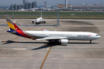 HL8282 - Asiana Airlines Airbus A330-300
