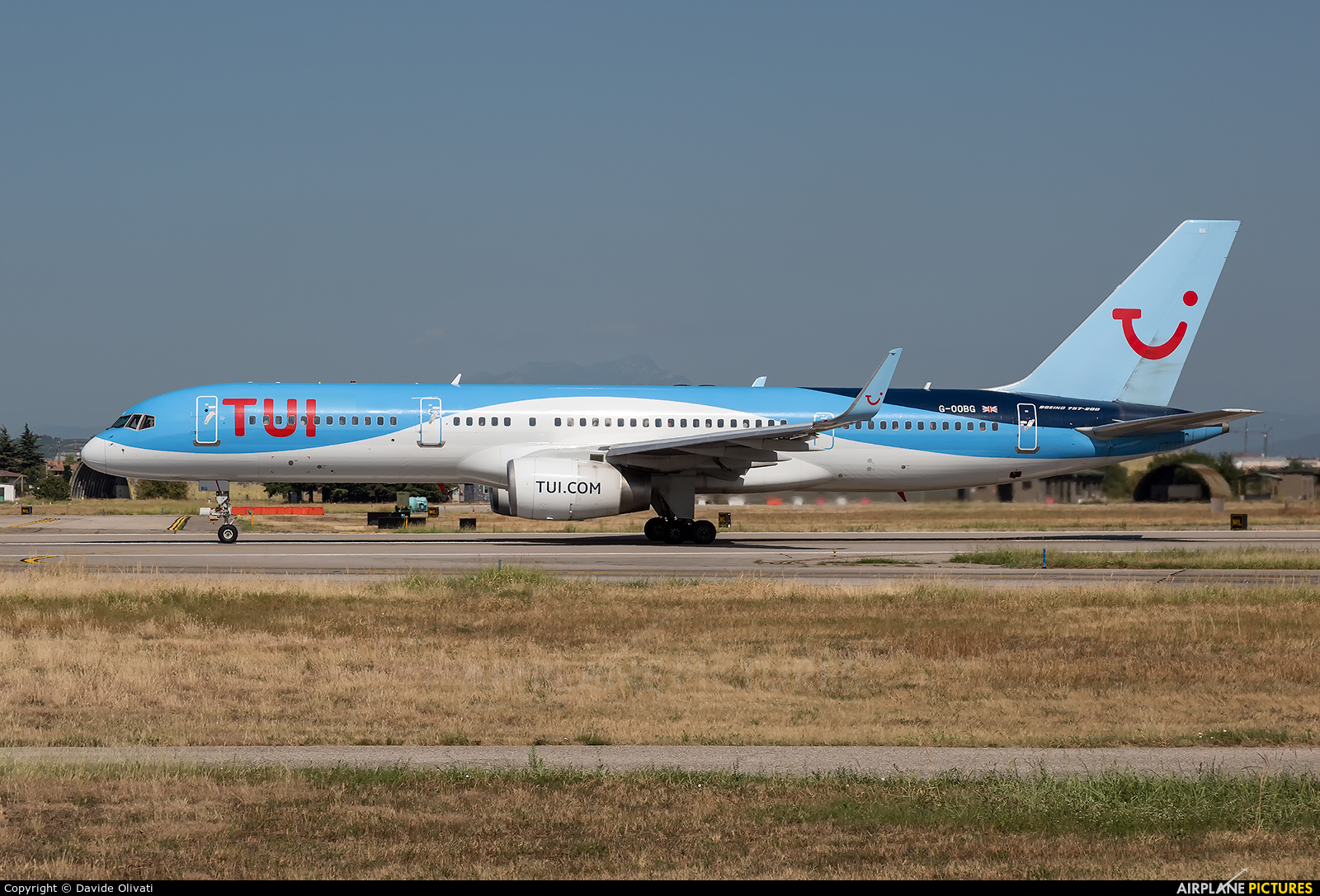 TUI Airways G-OOBG aircraft at Verona - Villafranca