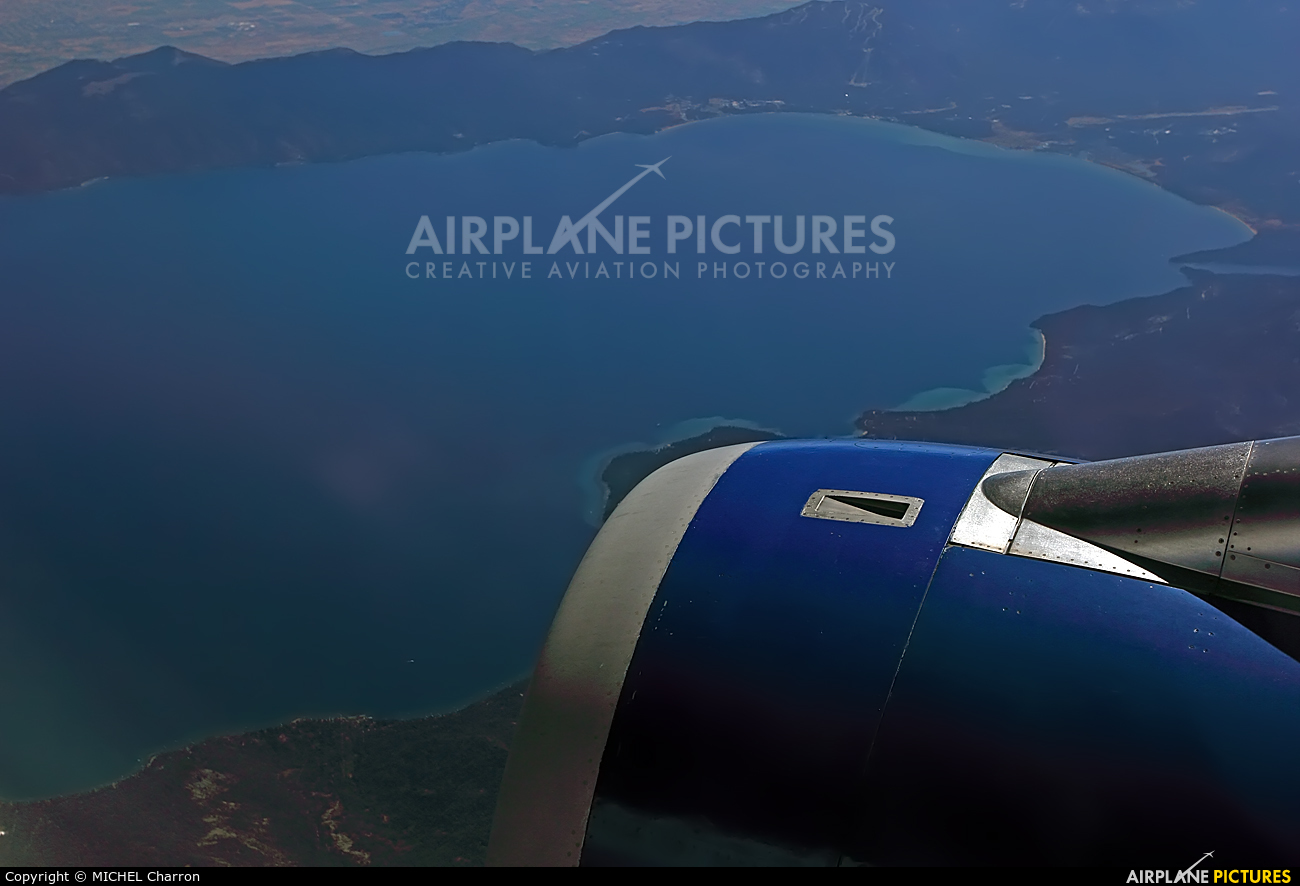 United Airlines N485UE aircraft at In Flight - California