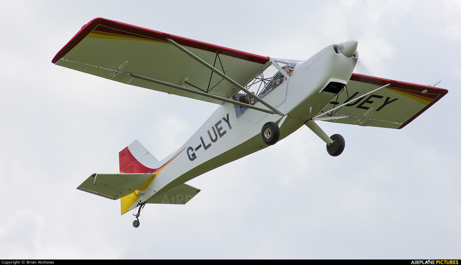 Private G-LUEY aircraft at Stoke Golding
