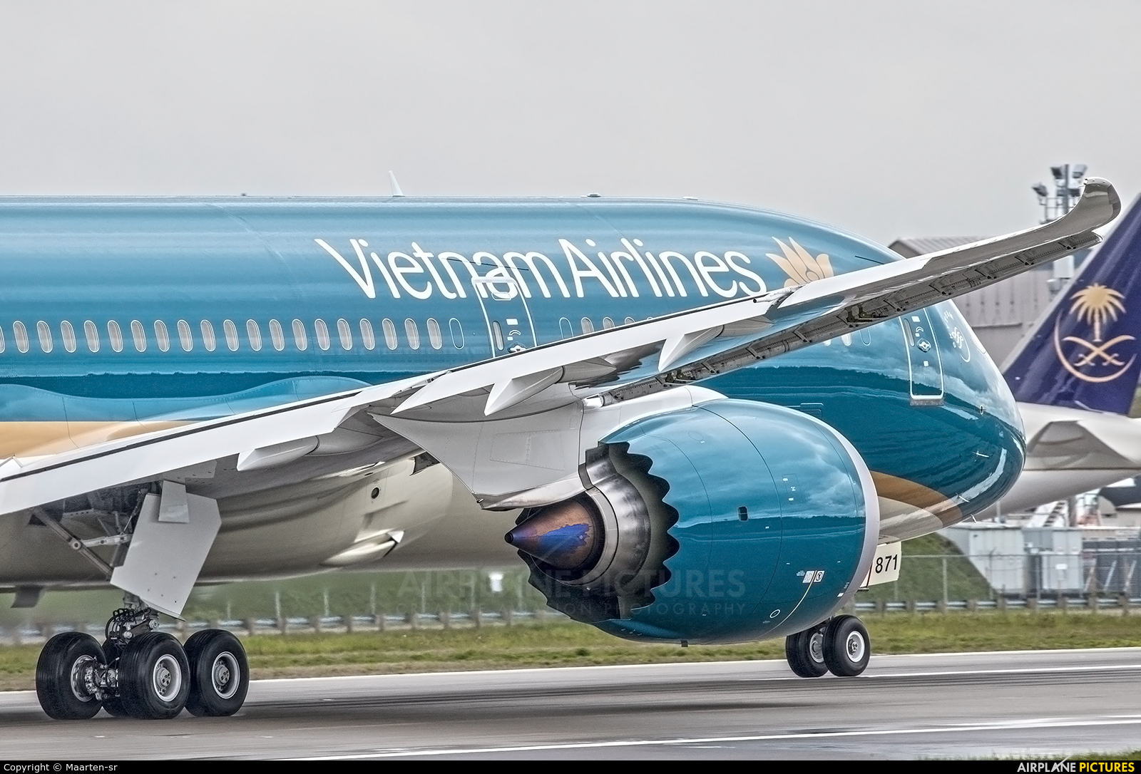 Vietnam Airlines VN-A871 aircraft at Everett - Snohomish County / Paine Field