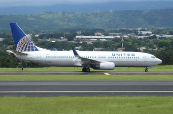 N77518 - United Airlines Boeing 737-800