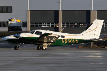 N666NN - Private Piper PA-34 Seneca