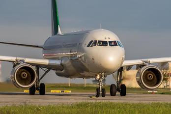 EI-DSV - Alitalia Airbus A320