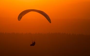 - -  Parachute Para-Sailing