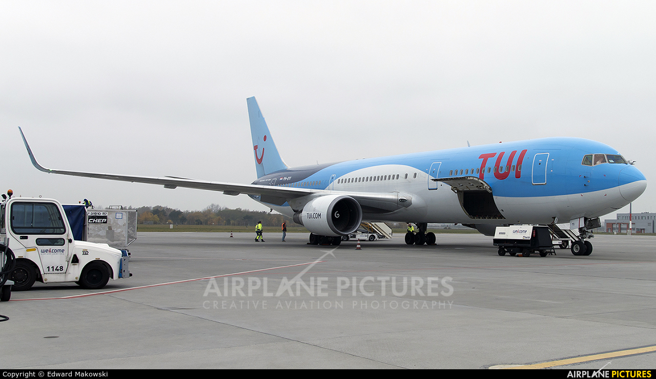 TUI Airlines Netherlands PH-OYI aircraft at Poznań - Ławica