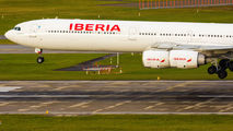 Iberia Airbus A340-600 arrived to Zurich for maintenance title=