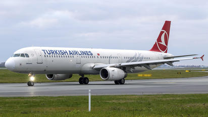 TC-JRV - Turkish Airlines Airbus A321
