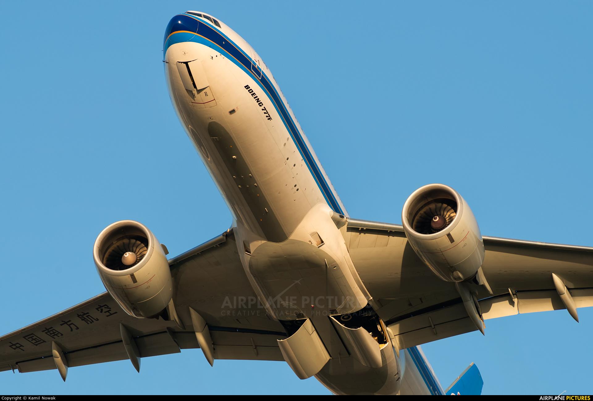 China Southern Cargo B-2042 aircraft at Frankfurt