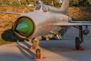 9512 - Hungary - Air Force Mikoyan-Gurevich MiG-21MF