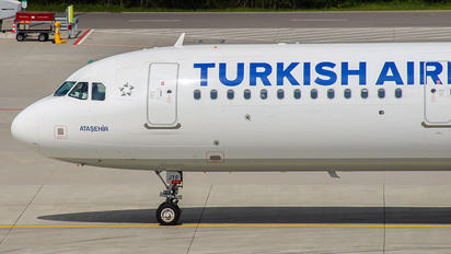 TC-JTF - Turkish Airlines Airbus A321