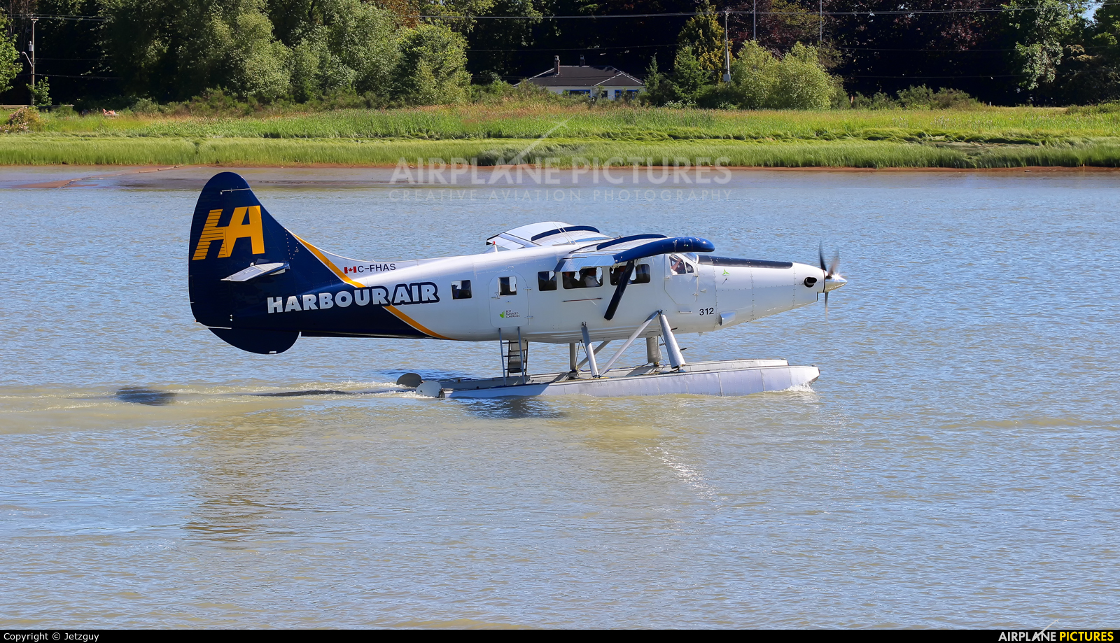 Harbour Air C-FHAS aircraft at Vancouver Intl Seaplane Base