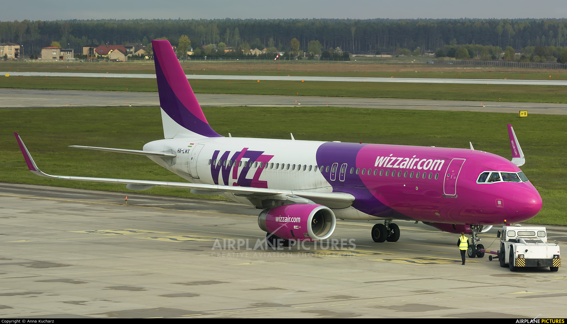 Wizz Air HA-LWX aircraft at Katowice - Pyrzowice