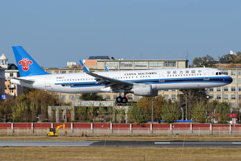 B-8677 - China Southern Airlines Airbus A321