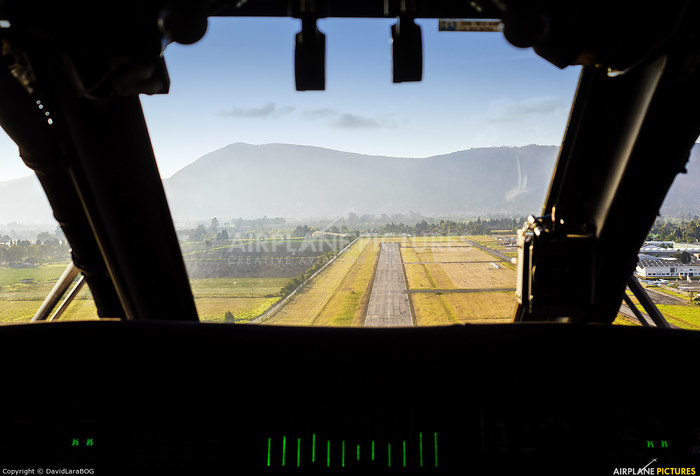 - Airport Overview - aircraft at Chía