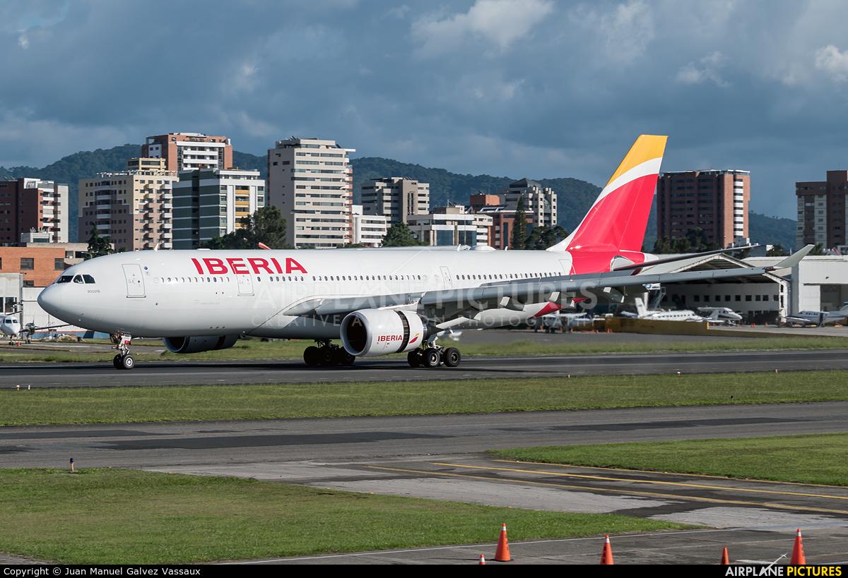 Iberia EC-MNK aircraft at Guatemala - La Aurora