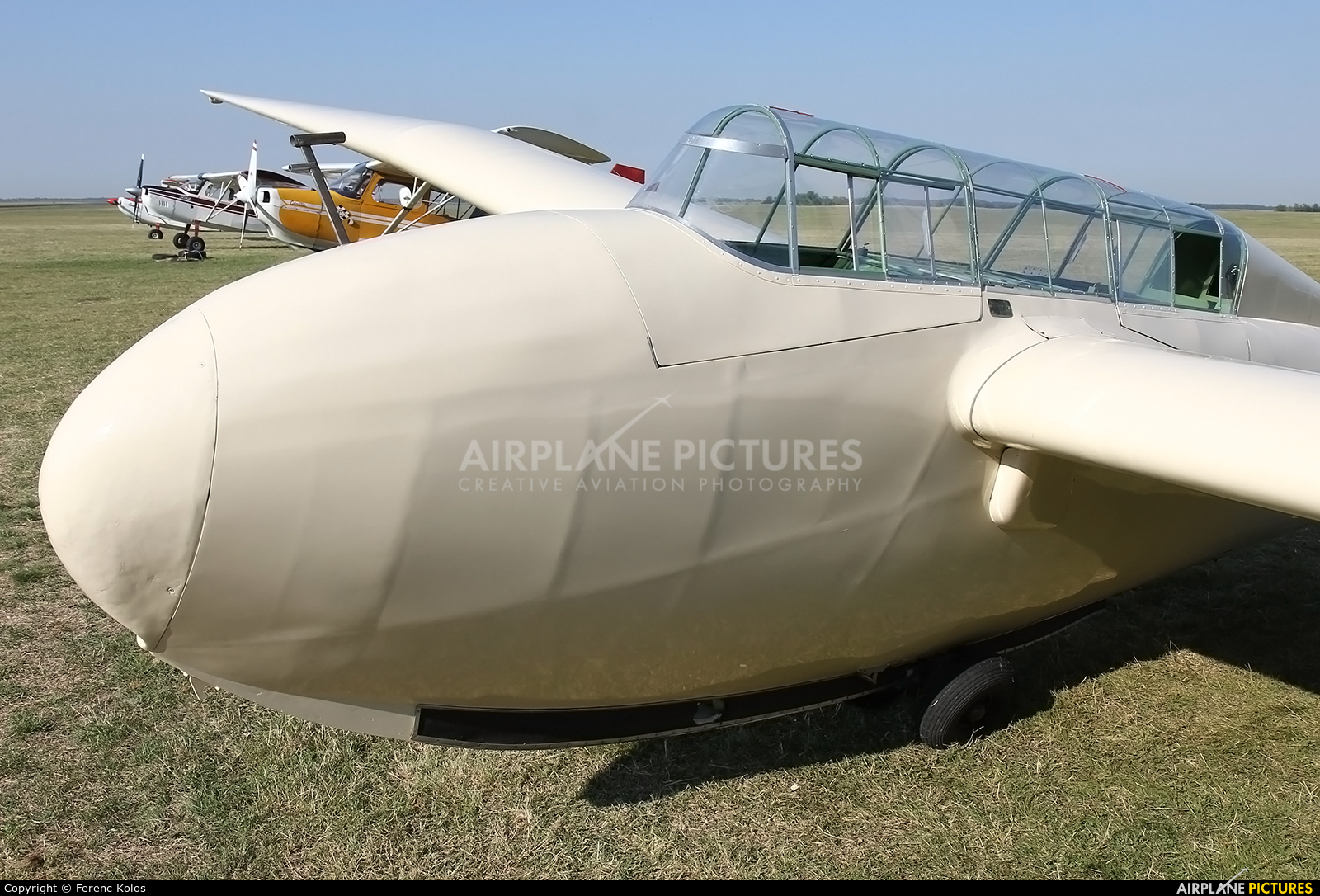 Private OY-XWL aircraft at Dunaújváros