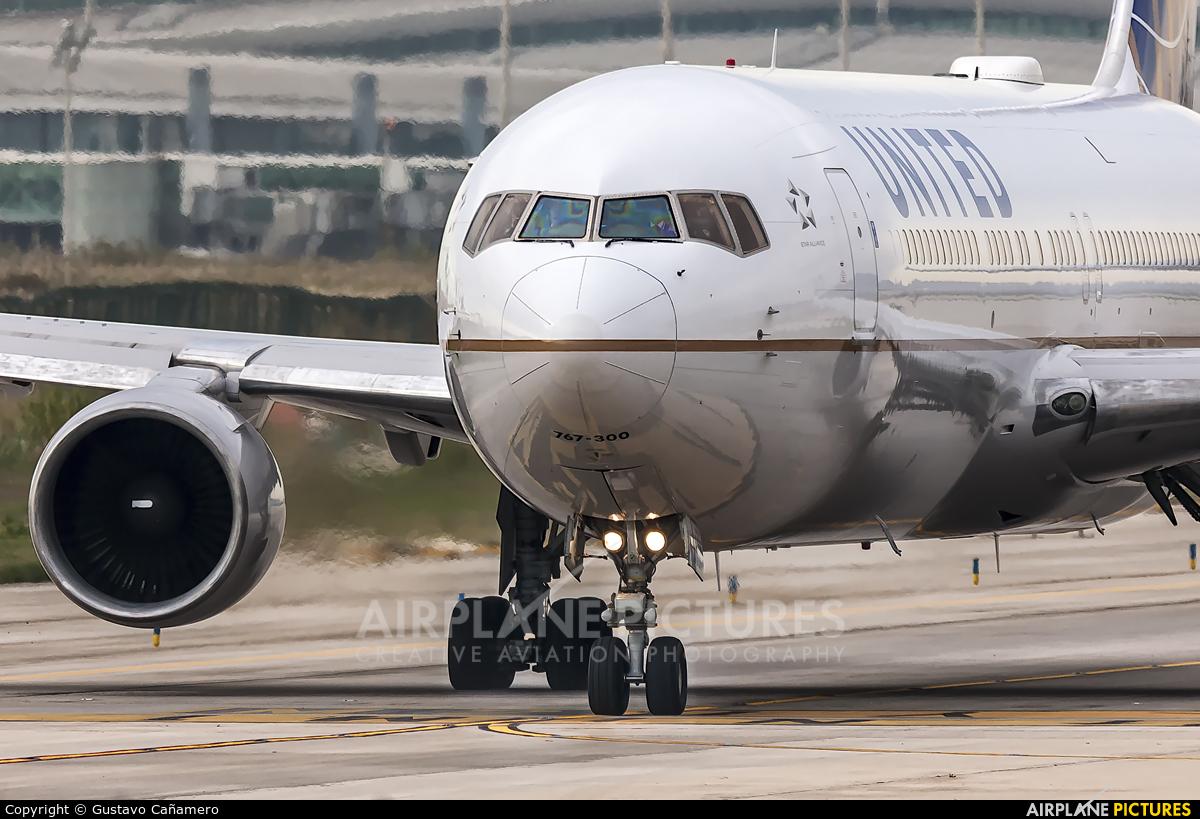 United Airlines N644UA aircraft at Barcelona - El Prat