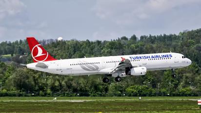 TC-JRI - Turkish Airlines Airbus A321