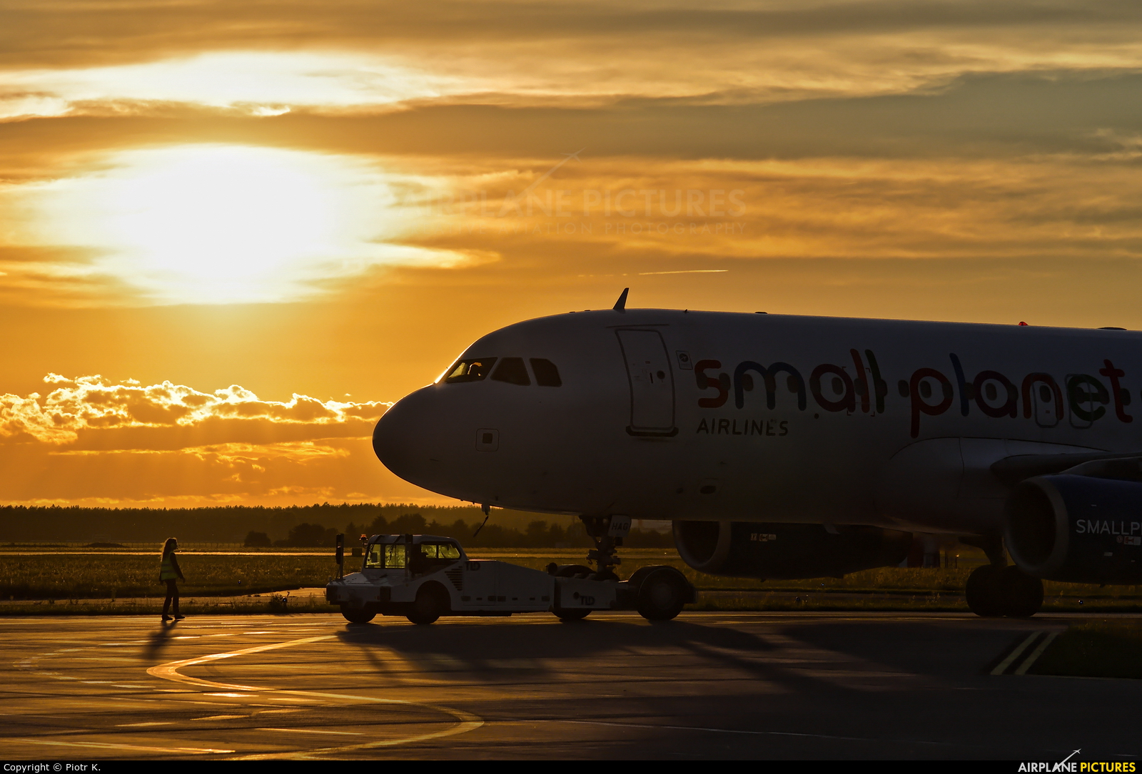 Small Planet Airlines SP-HAG aircraft at Bydgoszcz - Szwederowo
