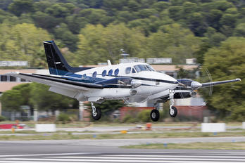 - - Private Beechcraft 90 King Air