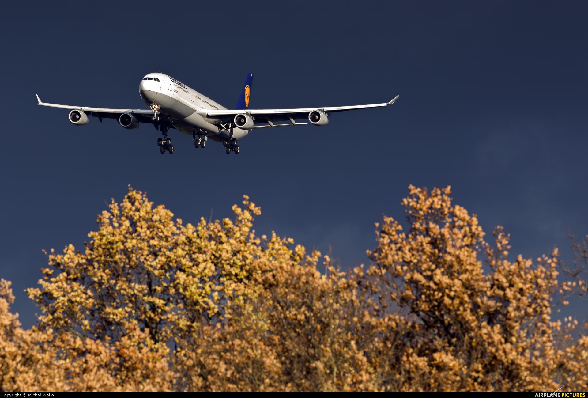 Lufthansa D-AIGS aircraft at Frankfurt