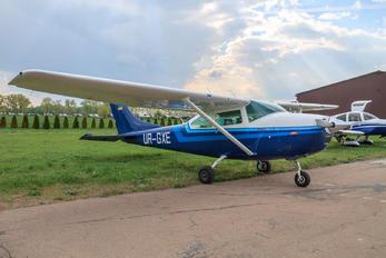UR-GXE - Private Cessna 182 Skylane (all models except RG)