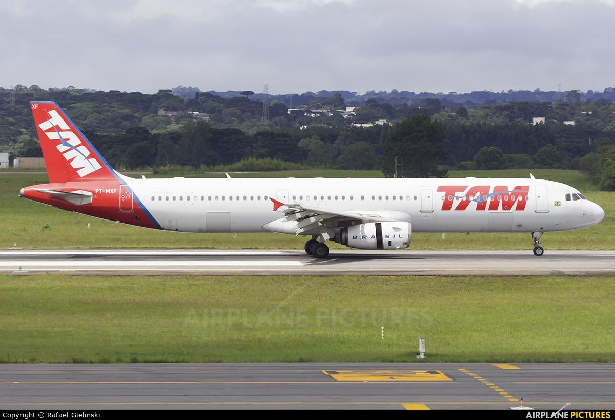 TAM PT-MXF aircraft at Curitiba -  Afonso Pena