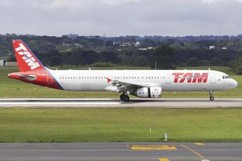 PT-MXF - TAM Airbus A321