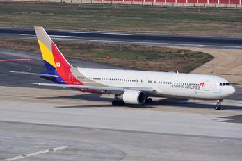 HL7248 - Asiana Airlines Boeing 767-300