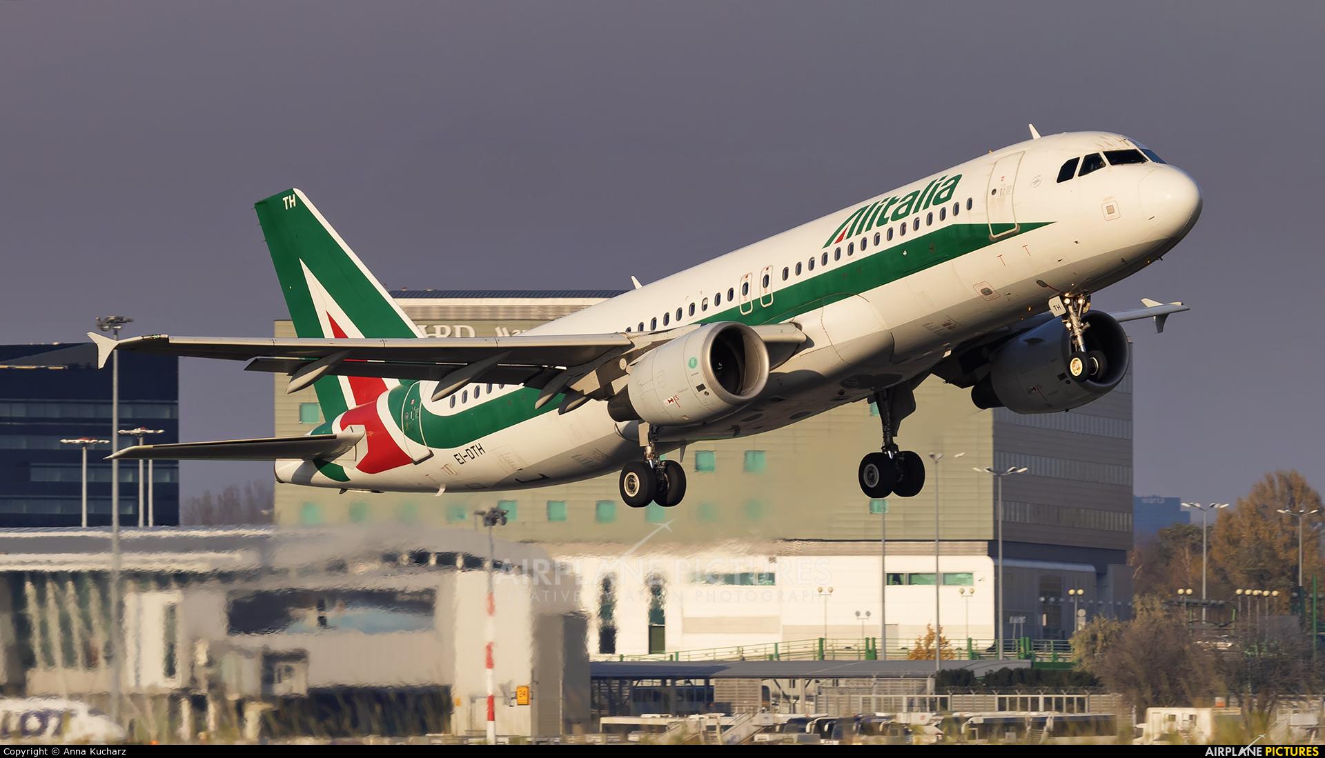 Alitalia EI-DTH aircraft at Warsaw - Frederic Chopin