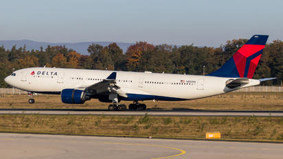 N853NW - Delta Air Lines Airbus A330-200