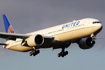 N2140U - United Airlines Boeing 777-300ER